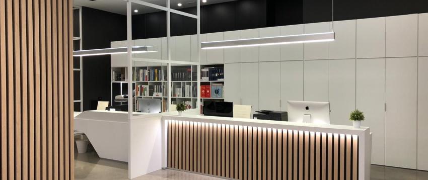 Uffici aziendali contrasto bianco nero